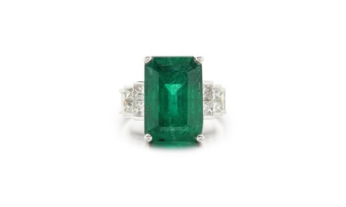 EMERALD AND DIAMOND RING Estimate: 40,000 - 50,000 GBP