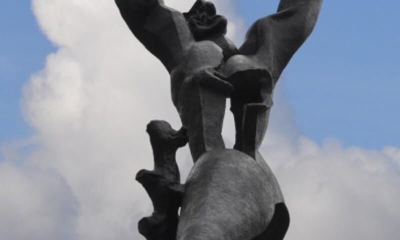 1._ossip_zadkine_de_verwoeste_stad_1951_brons_h._ca._650_cm_plein_1940_rotterdam.jpg