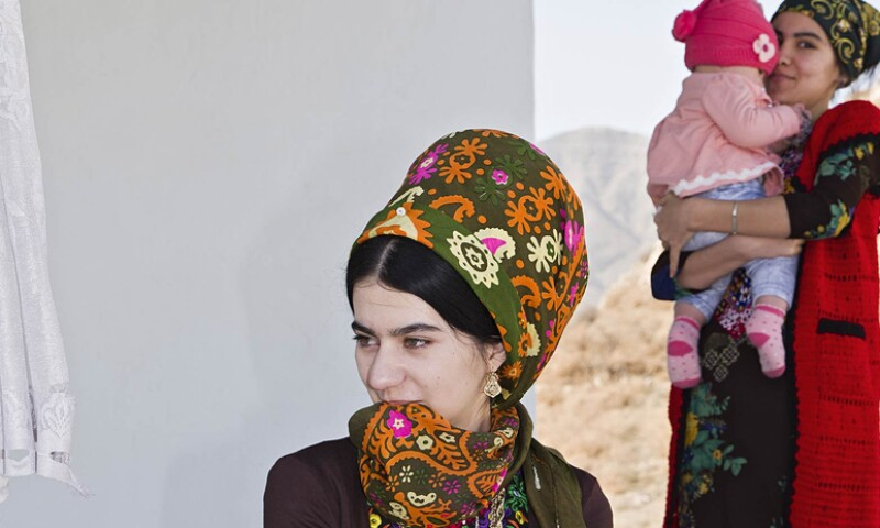 Turkmenische Frauen in Alltagstracht in Neu-Nisa
