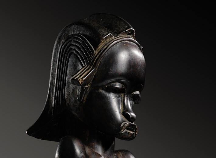 A Fang statue from Gabon in an auction selling african sculpture