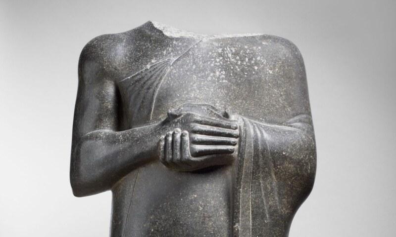 3. RED Gudea%2c prince de Lagash. Statue dite aux larges épaules dédiée à la déesse Ba%27u%2c Département des Antiquités Orientales%2c © 2015 Musée du Louvre  Thierry Ollivier