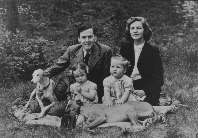 Andrew Cavendish, later 11th Duke of Devonshire, and Deborah with their children Emma and Peregrine and dogs Johnny and Bengy, July 1945. Photo: Devonshire Collection