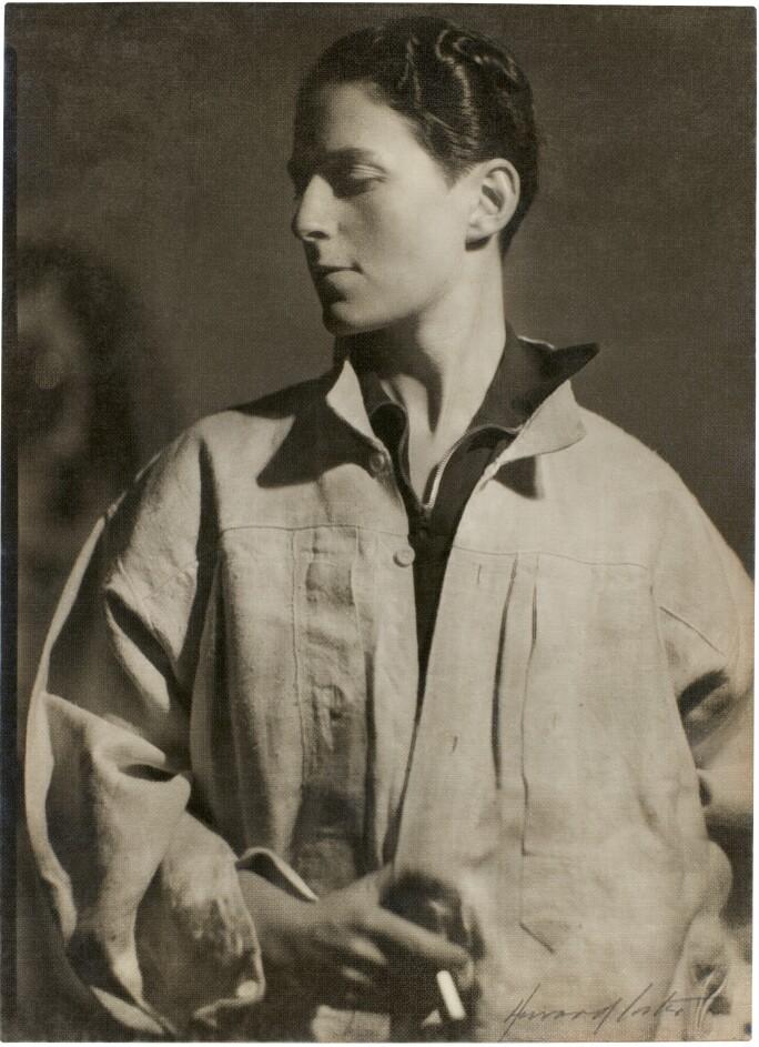 Howard Coster, Gluck, ca.1932. Estimate £4,000–6,000