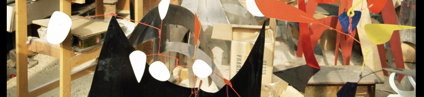 Alexander Calder's studio (photo) with mobiles and statics and on the back wall paintings