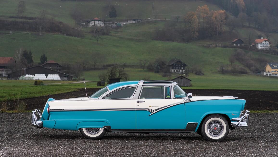 1956-Ford-Fairlane-Crown-Victoria-Skyliner_4.jpg
