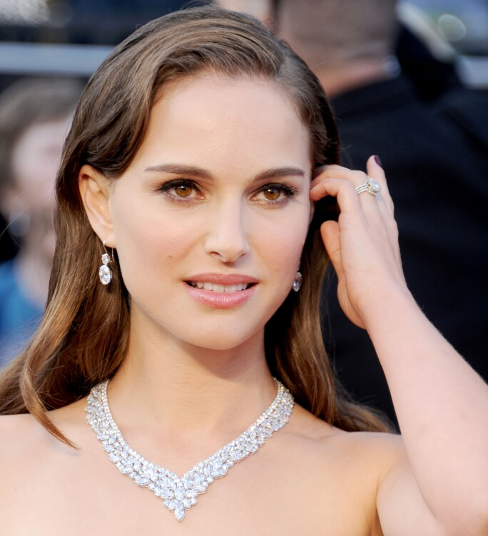 Actress Natalie Portman wearing her Old Mine cut engagement ring.