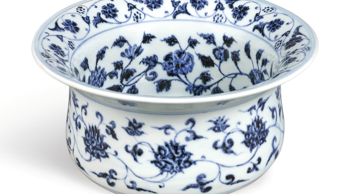 AN EXTREMELY RARE AND IMPORTANT BLUE AND WHITE MIDDLE-EASTERN INSPIRED STAND, WUDANGZUN