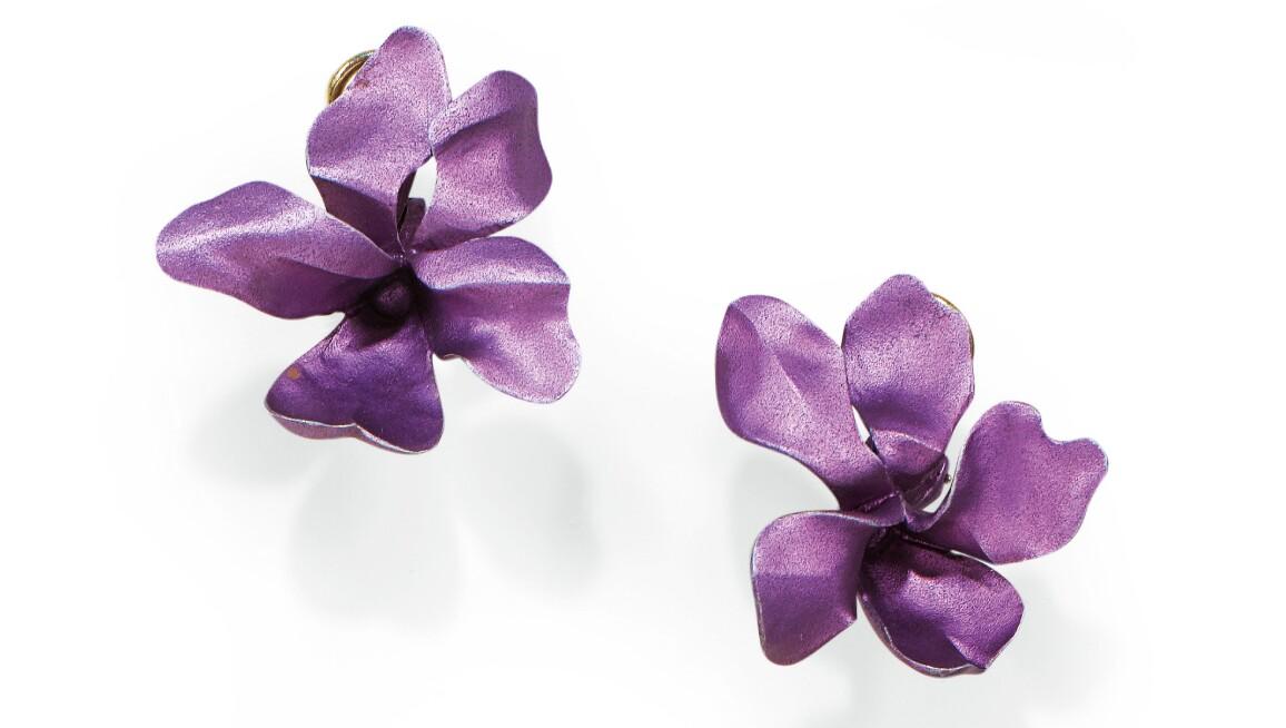 Pair of ear clips, 'Violet', JAR