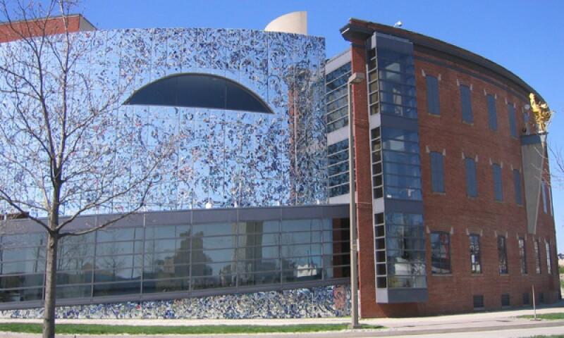 American_Visionary_Arts_Museum,_Baltimore_(ca._2005).jpg