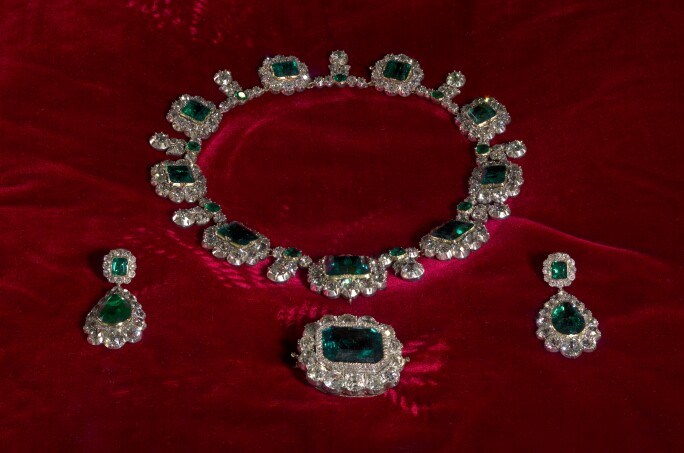 1d436a1470 Queen Victoria's emerald and diamond parure, which goes on display at  Kensington Palace as part