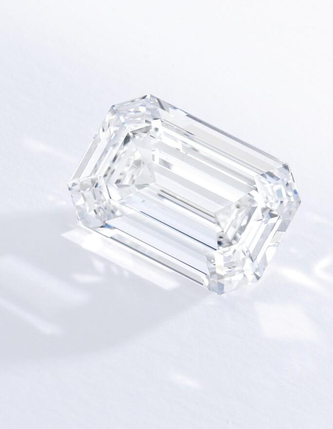n09951-larger-than-life-diamonds-emerald.jpg