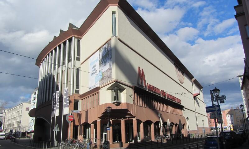 Frankfurt_am_Main_-_Museum_für_Moderne_Kunst_Brauchbachstraße.JPG