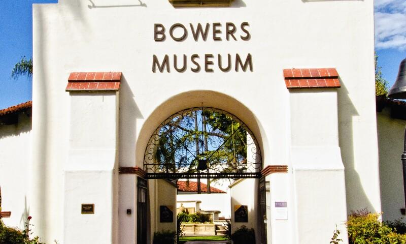 Bowers_Museum_Entrance_2011-11-11.jpg