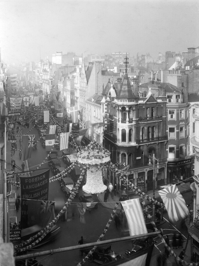 New Bond Street on King George V's Coronation. Photo by Mansell/The LIFE Picture Collection/Getty Images.