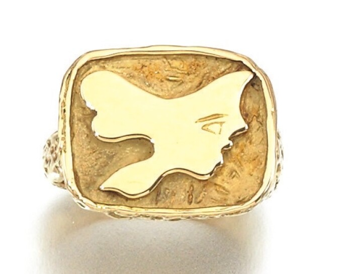 Iophassa-ring gold ring with greek myth inspired decoration